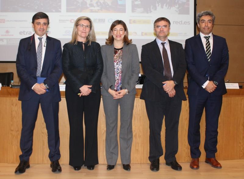 """Participantes en la Mesa Redonda """"Avances sobre las Ciudades Inteligentes en España"""""""